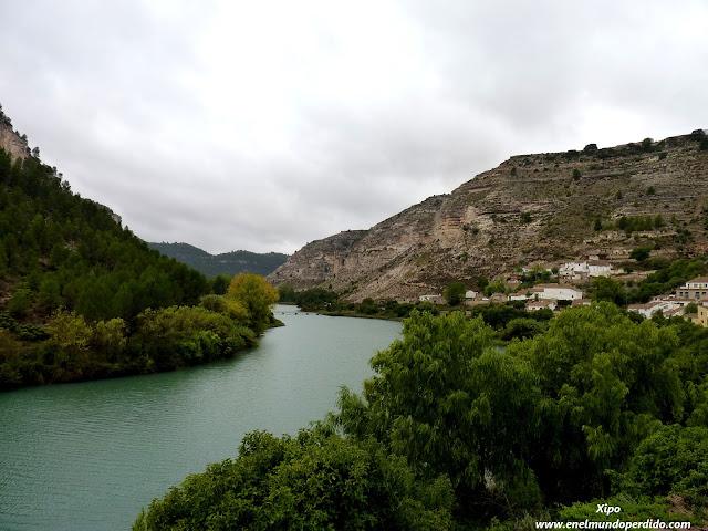 Alcalá-de-Júcar-río.JPG