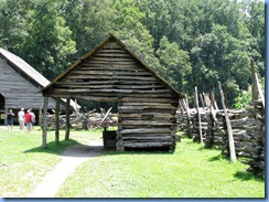 0404 North Carolina - Smoky Mountain National Park - US 441 (Newfound Gap Road) - Oconaluftee Visitor Center  - Mountain Farm Museum - corn crib