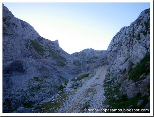 Jito Escarandi - Jierru 2424m - Lechugales 2444m - Grajal de Arriba y de Abajo (Picos de Europa) 0035