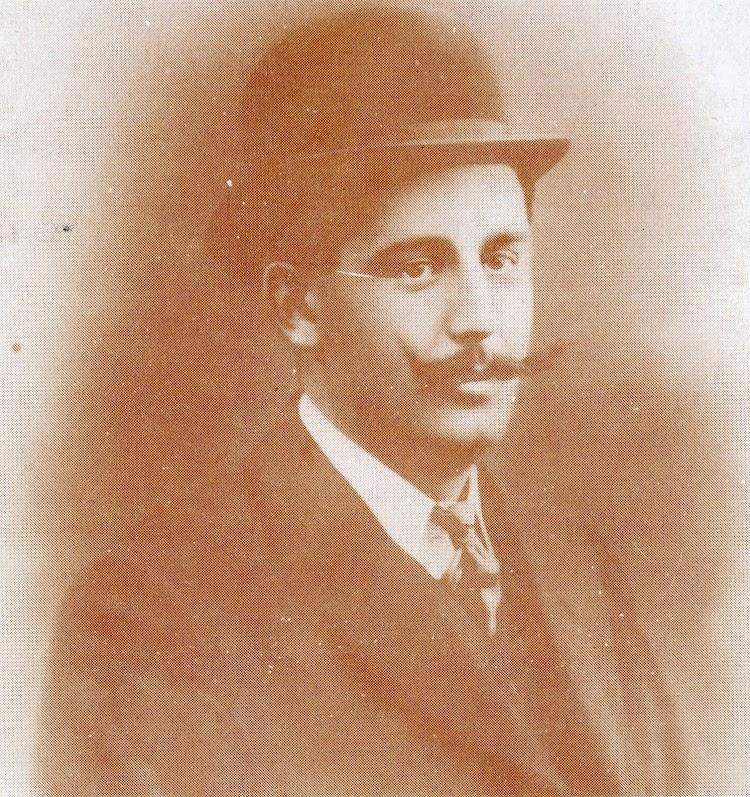 Foto del Capitan Pedro Revuelta Mustienes. Del libro Solo el Mar lo Sabe. Coleccion Familia Fresneda.JPG