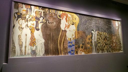 Gustav Klimt<br />Reconstitution de la Frise Beethoven<br />1985<br />Technique mixte sur plâtre sur chaume<br />216 x 3438 cm<br />© Marie Ingrid Appasamy