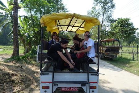 Calatori in camioneta prin Asia
