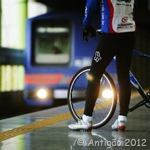 ciclista pega metro