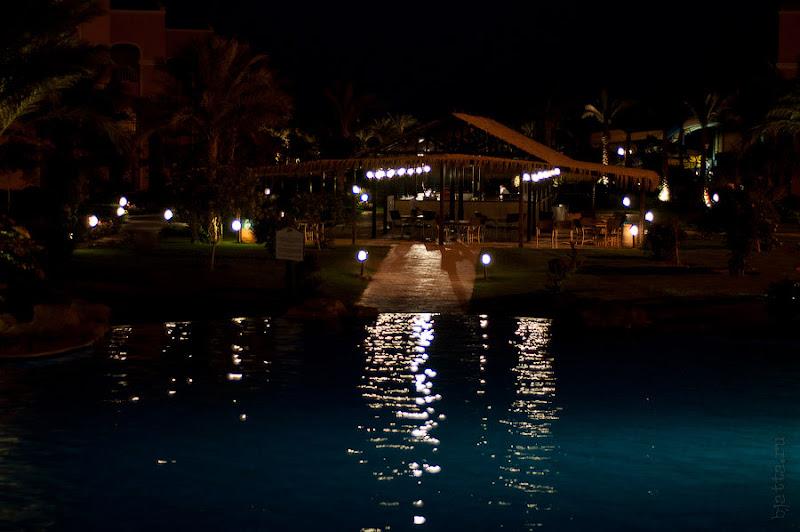 Отель Caribean World Resort Soma Bay. Хургада. Египет. Как уже писал в отеле по ночам очень уютное освещение, мы радовались тому, что так рано темнеет.