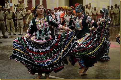 Eight days in Rajasthan, Teej Festival Jaipur, Jaipur, photograph of rajasthani women dancing in Teej, Teej procession photo