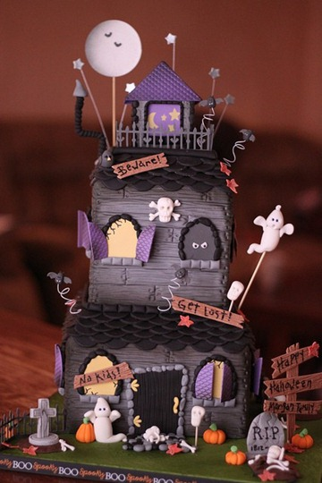 haunted-house-cake