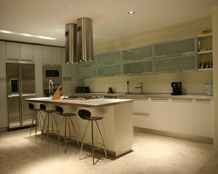 diseño-sillas-de-cocina-cocinas-casas-de-lujo