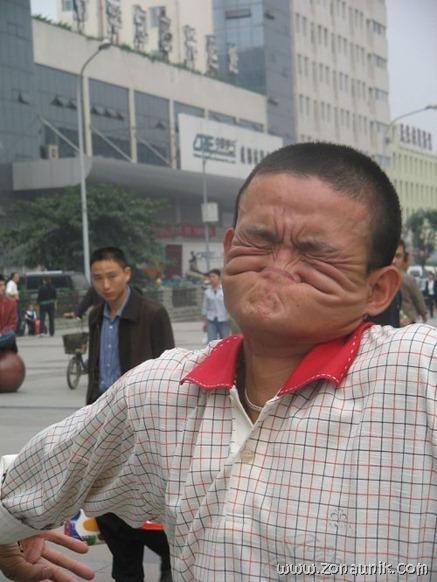 Gigit hidung (6)