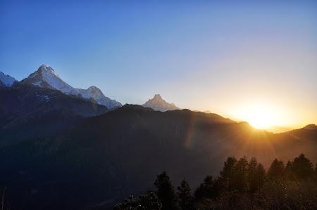 Trekking in Nepal: Rasarit de soare in Himalaya