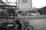 Shanghai - Marché poisson - Le transporteur du cube à vélo