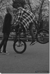 Amazing-boy-bicycle-kiss-girl-cute-couple