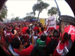 Gambar TS Annuar Musa Tandatangan Sokongan Royalti Kepada Kelantan