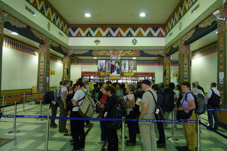 235. control pasapoarte Bhutan.JPG