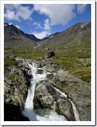 Jordens godaste vatten rusar fram här och där.