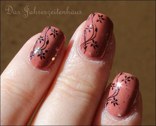 Nageldesign Blumenranke Jewelry Heist 6