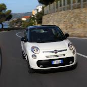 2013-Fiat-500L-MPV-Official-14.jpg