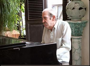 IMG_8259 Jan 12 piano mans Hotel Ambos Mundos