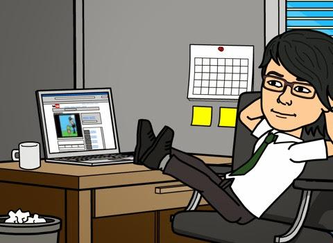 パソコン前でくつろぐ自画像