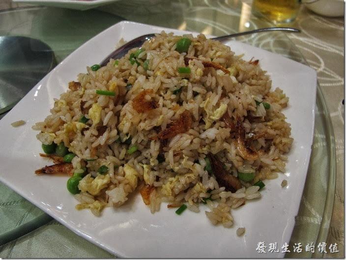 上海-寶島曼波。櫻花蝦炒飯,看起來有點揚州炒飯的樣子,用的好像是長條形的泰國米,味道還可以,櫻花蝦似乎少了點。