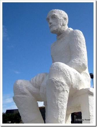 Sculpture of a fisherman looking out over Findochty harbour and the sea for returning boats.