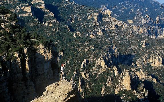 Barranc de la Tenalla des del camí del Portell de l'Infern (camí vell de la Sènia), els Ports, Fredes, La Tinença de Benifassar, Castelló 2002.10