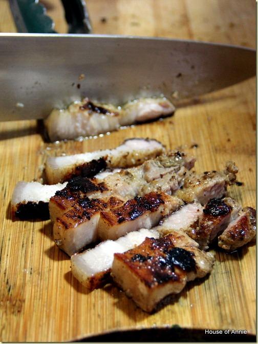 Sliced grilled 3-layer pork belly