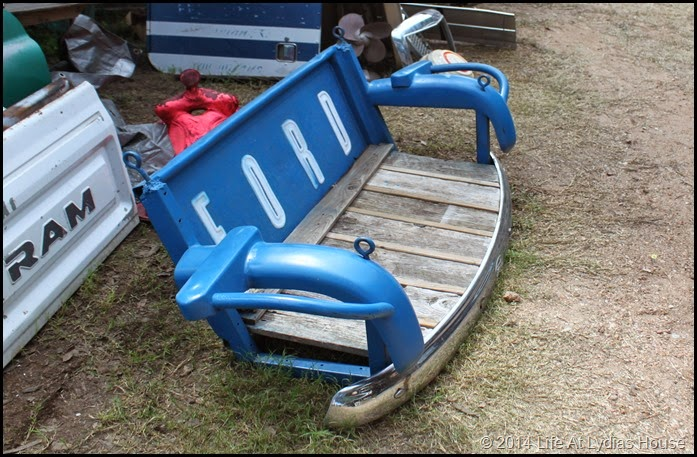 Tail gate swing