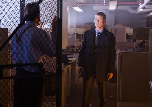 "GOTHAM: Detective James Gordon (Ben McKenzie) comes across a bizarre crime scene in the ""The Mask"" episode of GOTHAM airing Monday, Nov. 10 (8:00-9:00 PM ET/PT) on FOX. ©2014 Fox Broadcasting Co. Cr: Jessica Miglio/FOX"