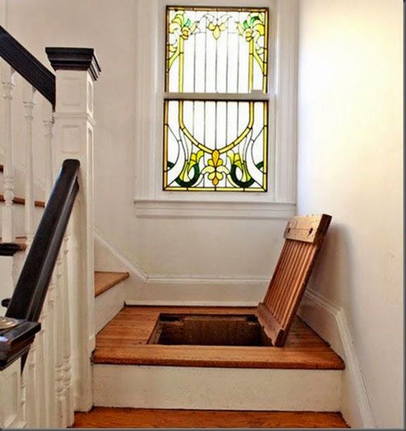 Escalera con lugar secreto