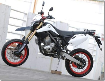 Modified Kawasaki KLX 150 White Supermoto Upside Down