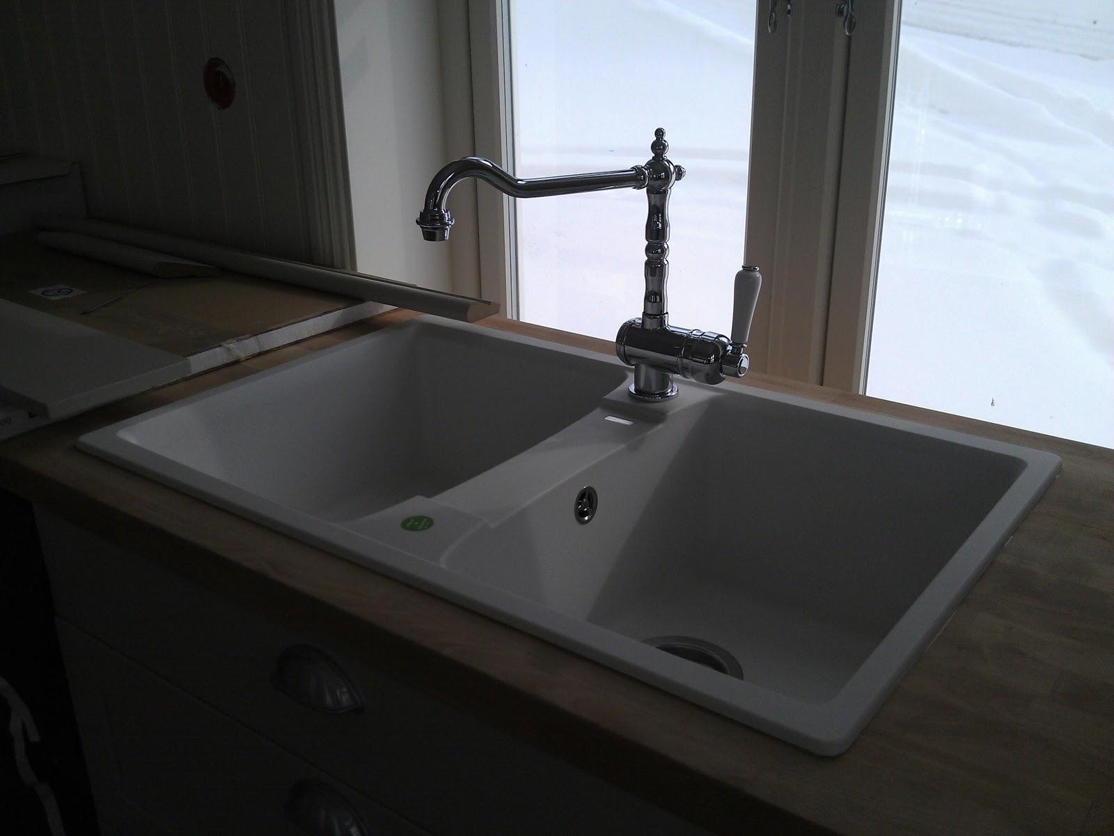 #255CA6 Dette års Bare Eirin: Nostalgisk Armatur Og Hvit Kompositt Vask!Begge Fra Blanco. Fritstående Køkkenbord Med Vask 4831 160012004831