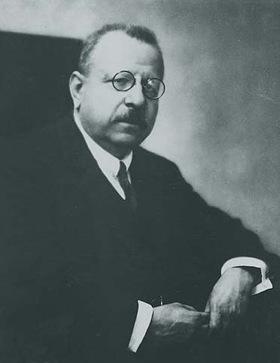 Benedetto Croce nel 1920 (vir. azzurro)
