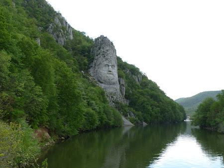 Obiective turistice Romania: statuia lui Decebal in Mehedinti