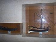 2008.10.17-003 maquettes de bateau dans l'église