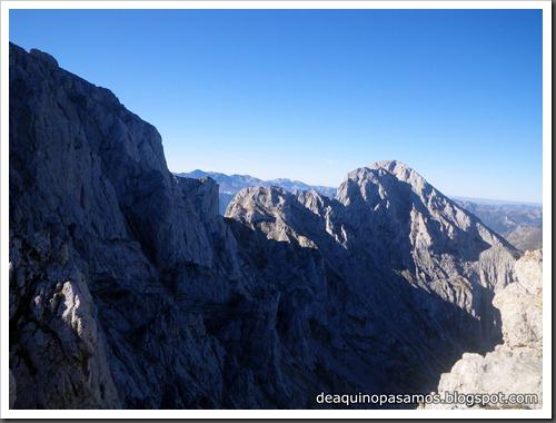 Jito Escarandi - Jierru 2424m - Lechugales 2444m - Grajal de Arriba y de Abajo (Picos de Europa) 0059