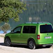 2013-Volkswagen-Cross-Caddy-4.jpg