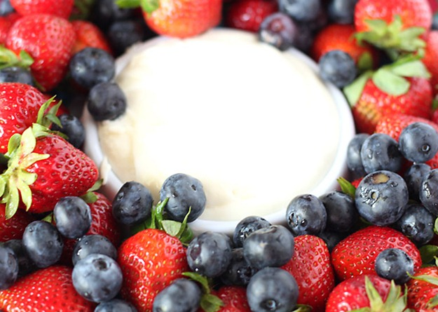 strawberriesblueberriesfruitdip