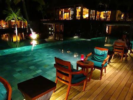 38, Noaptea la piscina.JPG