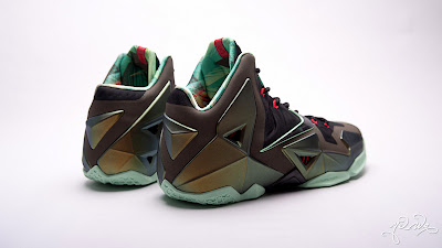 nike lebron 11 gr parachute gold 3 07 kings pride Nike LeBron XI Kings Pride   Detailed Look & Package