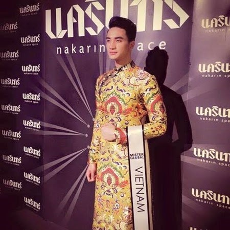 Mister Global 2015 Nguyen Van Son in his national costume 2
