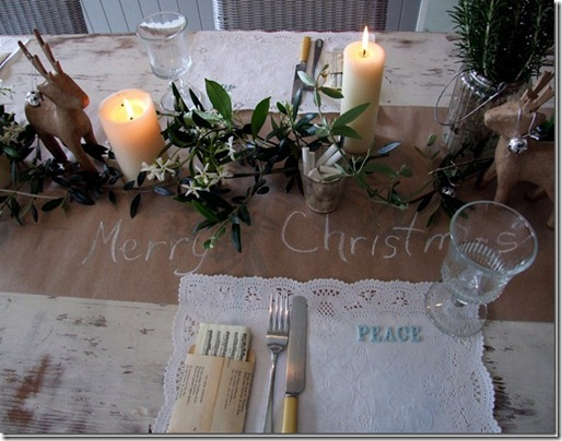 leahs xmas table setting 2