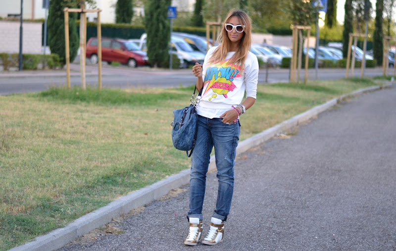True Religion, True Religion Boyfriend Jenas, Miu Miu, Miu Miu Bag, Comics Print, Zara, Zara Sunglasses, Sneakers con zeppa, Sneakers with wedge