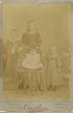 Cabinet Card Kids faded Flea Market 1902(2)