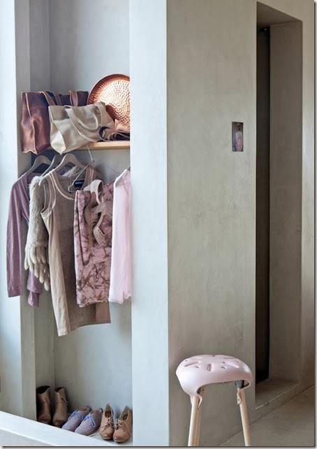 kledingkast-roze-nude-koper-sadle-stool