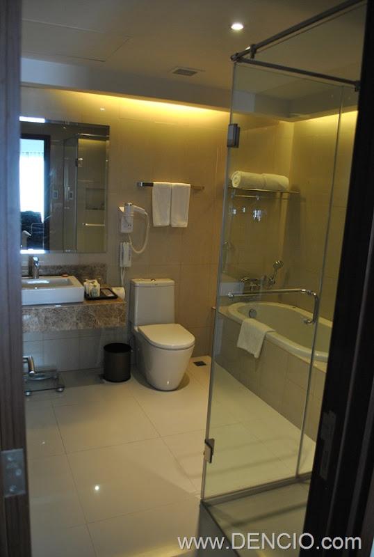 Acacia Hotel Manila 12