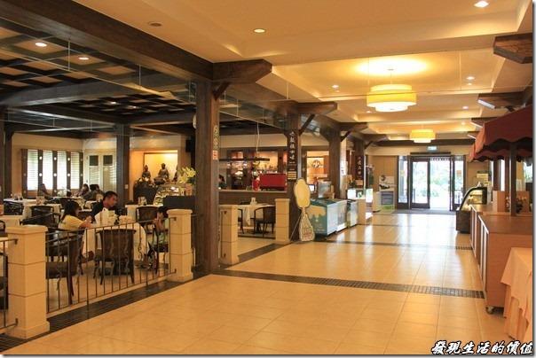 大板根森林溫泉渡假村。進入大板根的大廳後,旁邊就是咖啡廳,我記得每個人的低消是NTD100。