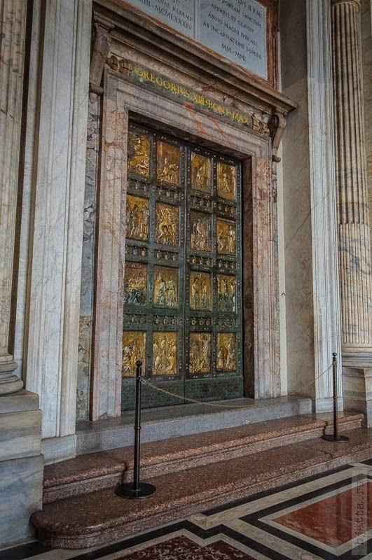6. Двери, через которые ходит только папа. 2011, march, Italy, Rome, Vatican, март, Рим, Италия, Ватикан.