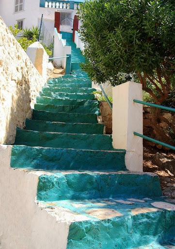 The paint on these rustic stairs catches the light in such a changing, oceanic way. (www.weheartit.com)