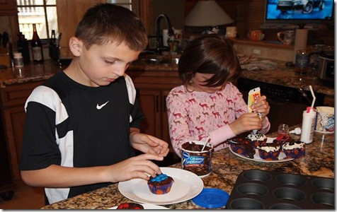 kids-making-cupcakes