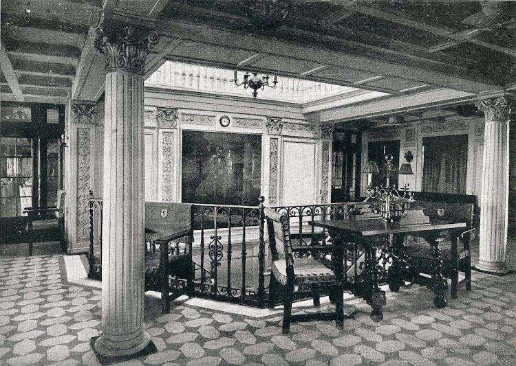 Vista hacia popa del Hall de 1ª Clase. Libro de Obras. S.E. de C.N. Año 1922.jpg